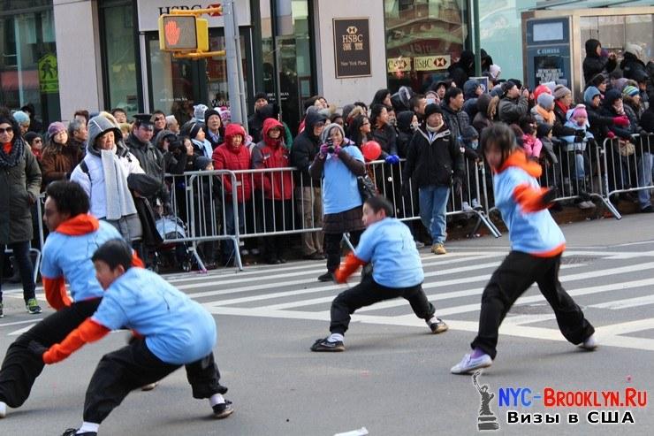 56. Парад в Нью-Йорке восточного Нового Года 2013 в Чайна Тауне - NYC-Brooklyn