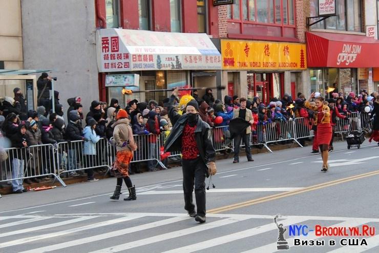 68. Парад в Нью-Йорке восточного Нового Года 2013 в Чайна Тауне - NYC-Brooklyn