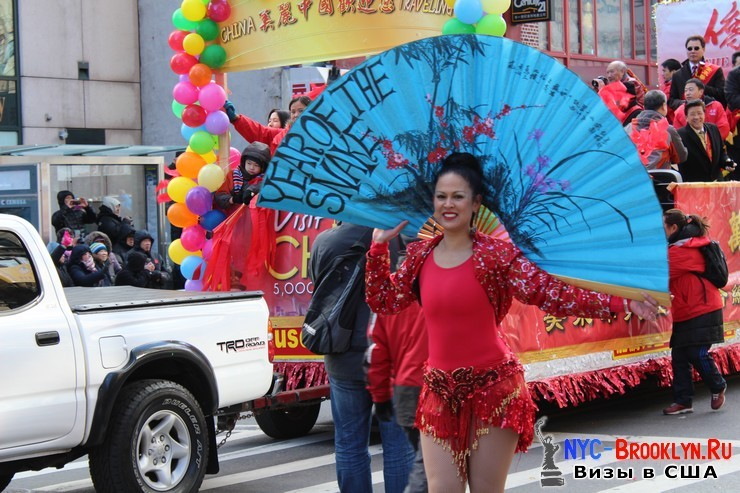 55. Парад в Нью-Йорке восточного Нового Года 2013 в Чайна Тауне - NYC-Brooklyn