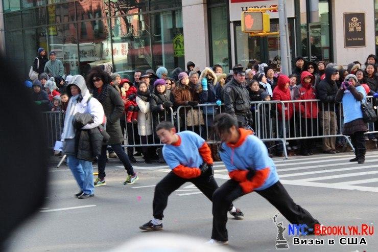 57. Парад в Нью-Йорке восточного Нового Года 2013 в Чайна Тауне - NYC-Brooklyn